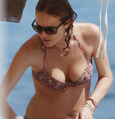 Süpermodel Eva Herzigová, üçüncü çocuğunu doğurduktan iki ay sonra İtalya'da bikinili görüntülendi.