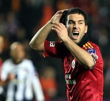 Genç futbolcu Arda Turan'ın da özel anları internete sızdı.