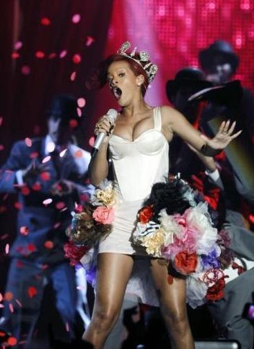 Şarkıcının eski nişanlısı Chris Brown ile çektiği öne sürülen yatak görüntüleri internetteki bazı sitelerde dolaşmaya başladı.