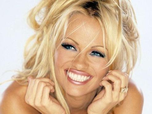 Pamela Anderson da özel görüntüleri internete sızan ünlülerden biri..