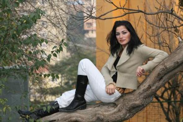 Daha sonra da Fatih Akın'ın da Yaşamın Kıyısında adlı filminde devrimci bir kızı oynamış Kula. Ardından da Murat Ergün'ün Kiralık Oda filmi gelmiş. Kula son olarak Benim ve Roz'un Sonbaharı filminde rol aldı.