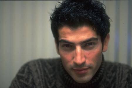 KENAN İMİRZALIOĞLU  Katıldığı Best Model of the World yarışması ile şöhreti yakalayan Kenan İmirzalıoğlu'nun bu fotoğrafı 15 yıl önceye ait.