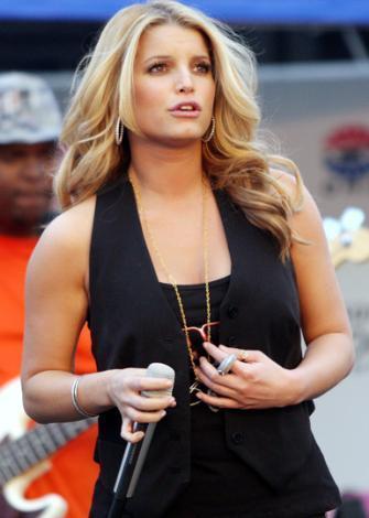 22 YAŞINDAYDIM Güzel şarkıcı bir süre önce boşandığı eşi Nick Lahey ile evleninceye kadar yani 22 yaşına kadar hiçbir erkekler cinsel deneyim yaşamamış.
