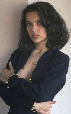 Demet Akalın mankenlikten sonra adım attığı pop müzik dünyasında kendini kabul ettirdi.