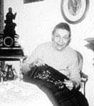 ONLAR EN ESKİ MANKENLER Kısa bir süre önce Bodrum'taki evinde hayata veda eden Semra Karatosun, Modern Sinderella lakabıyla tanınıyordu. 1943 yılında Olgunlaşma Enstitüsü'nün düzenlediği defilede podyuma çıktı. Türkiye'de düzenlenen defile daha sonra yurtdışındaki ülkelerde de tekrarlandı. Ama Türkiye'nin Sinderalla'sı çabuk unutuldu ve yokluk içinde hayata veda etti.