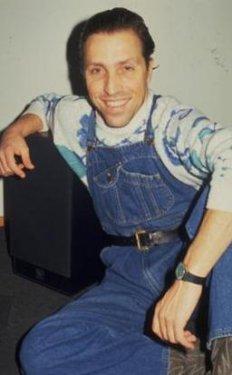 Yusuf Azuz da 1980'lerin ünlü mankenlerindendi.