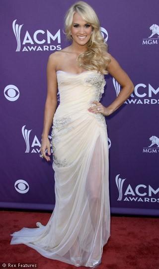 Carrie Underwood'un da üç göğüs ucu var.