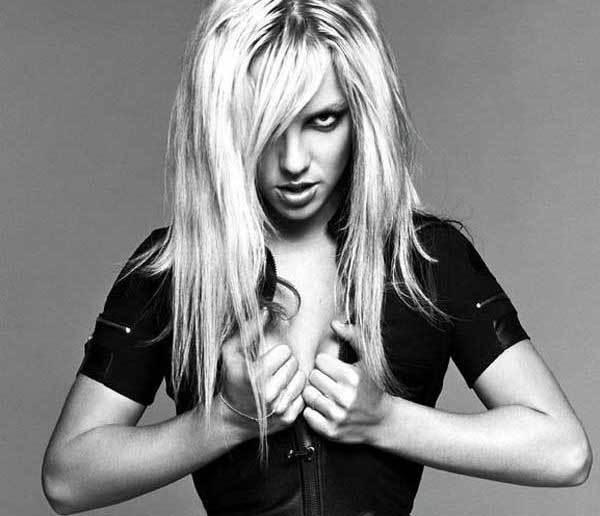 BRİTNEY SPEARS:  Şöhretin yükünü kaldıramayan pop yıldızı Britney Spears, kısa süre önce psikolojik olarak tamamen dibe vurmuştu. Psikolojik yardım alan Spears'a bipolar teşhisi konuldu.