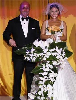 Ünal kısa bir süre önce işadamı Emre Karabacak ile evlendi..
