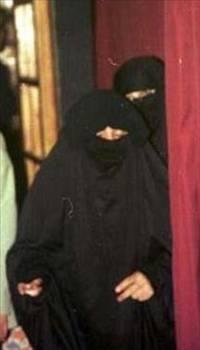 TEK RESMİ EŞİYDİ  Bu hanım da Türkiye'nin en ünlü şarkıcılarından birinin resmi olarak evlendiği tek eşiydi.