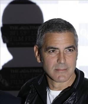GEORGE CLOONEY  1982'de Los Angeles'ta bir otoyol çalışanı olarak bir yıl boyunca yakın bir arkadaşının evindeki dolapta yattı