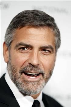 GEORGE CLOONEY  Depremden çok korkan Clooney evinde Max adındaki 80 kiloluk domuzuyla yaşıyordu.