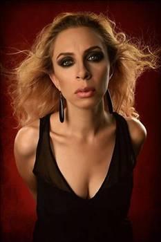 """ZEYNEP CASALINI  Hakan Peker Casalini'ye """"Senden şarkıcı olmaz"""" dedi."""