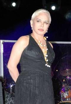 SEZEN AKSU  Türk Pop Müziği'nin Minik Serçesi Sezen Aksu'nun, 'Haydi Şansım' adlı albümü sadece 50 adet satınca sanatçı büyük bir şok yaşadı. Bu 50 albümü ise kendisi ve tanıdıkları almıştı.