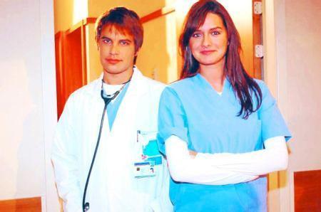 """Herkes bunun nedenini sevgilisi İzzet Özilhan olduğunu sandı. Ama Ergene bunun nedenini """"Aynı rolü oynamaktan sıkıldım. Bir de Doktorlar dizisinde haftanın altı günü çalışıyordum. Kendime zaman ayıramıyordum. Bünyem kaldırmadı"""" diyerek açıklamıştı."""
