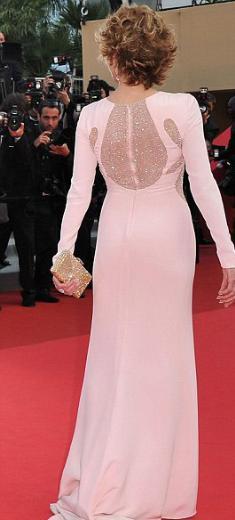 Fonda, Cannes Film Festivali'nde kırmızı halıda bu görüntüsüyle bütün dünyayı kendine hayran bırakmıştı.