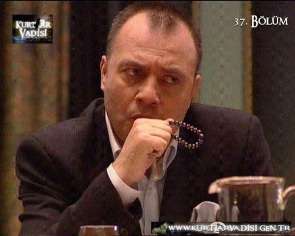 Kurtlar Vadisi karakteri Çakır'ın dizideki ölümünden sonra, Türkiye'nin birçok yerinde cenaze namazı kılınalı ve gazetelere başsağlığı ilanları verileli 8 yıl oldu.