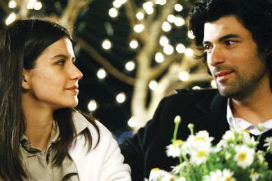 Dizi bu sarsıcı sahnenin yarattığı tartışmayla başladı ve iki sezon boyunca devam etti.