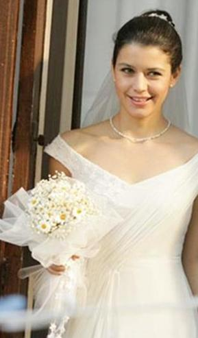 Mevsim yaz ve düğün sezonu da başladı. Bakalım Fatmagül'ün gelinliği kaç genç kıza ilham kaynağı olacak.