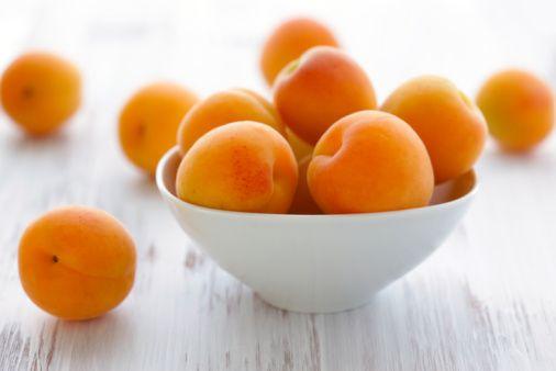 Kayısı:   Lif, A vitamini ve potasyumdan zengin.  Ayrıca çeşitli faydalar sağlayan fitositerolleri içeriyor.