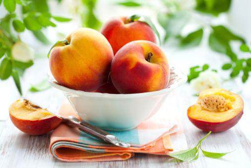 Şeftali:   Düşük kalorili bir meyve. Sağlık için faydalı antikanserojen ve antimikrobik öğeler içeriyor.