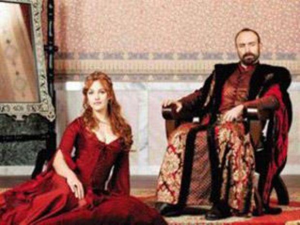 HÜRREM - SÜLEYMAN Osmanlı tarihinin en çok konuşulan aşklarından biri olan Hürrem ve Kanuni Sultan Süleyman'ın aşkı Muhteşem Yüzyıl dizisiyle ekranlara geliyor.