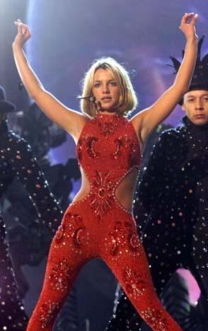 Müzik dünyasına adım attığında hem listeleri alt- üst etti hem de piyasadaki tüm önemli ödülleri toparladı Britney Spears.