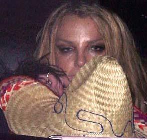 Sonra kendini gece hayatının kollarına bıraktı Spears. O dönemde tam bir çöküş yaşıyordu.