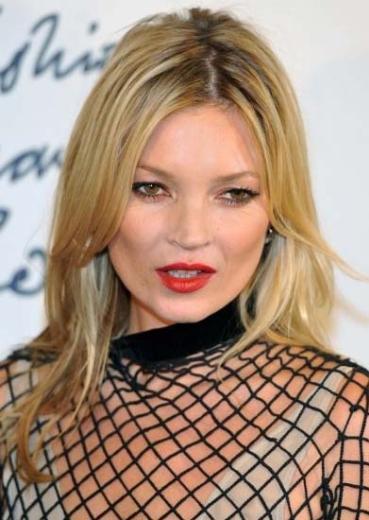 Kate Moss moda dünyasının yaşayan ikonlarından biri.