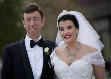 ŞAHNAZ ÇAKIRALP- MURAT ÖNCEL  Oyuncu Şahnaz Çakırap ile tıp alanında adını uluslararası alanda da duyuran göz doktoru Murat Öncel geçtiğimiz Mayıs ayında sürpriz bir şekilde evlendi...