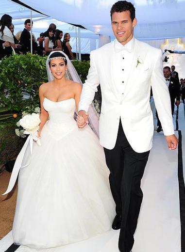 KIM KARDASHIAN- KRIS HUMPRIES  TV yıldızı Kim Kardashian ile basketbol yıldızı Kris Humpries'in rüya gibi başlayan evliliği sadece 72 gün sürdü.