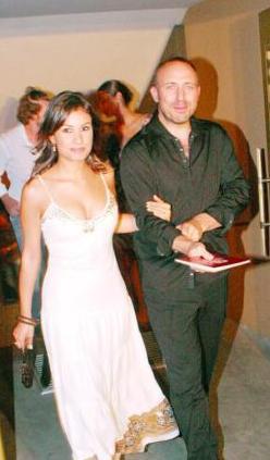 Herkes çiftin mutluluğunu izlerken durumun pek de dışarıdan görüldüğü gibi olmadığı anlaşıldı. Ergenç ve Soysaldı 2008 yılının kasım ayında tek celsede boşandı.
