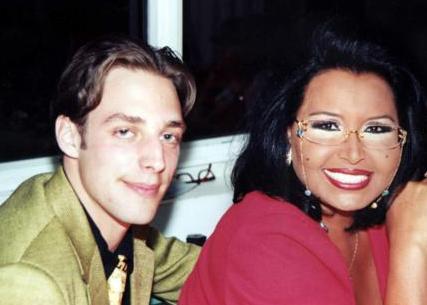Ama Ersoy ve Adler'in evliliği uzun sürmedi. Çift 1999'da boşandı.