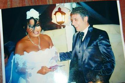 BÜLENT ERSOY- ARMAĞAN UZUN  Bülent Ersoy jürisinde yer aldığı yarışmanın katılımcılarından Armağan Uzun ile 07.07 2007 tarihinde evlendi. Düğünün daha yankıları sona ermemişti ki Uzun bir genç kızla görüntülendi.