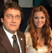 NEZ- BERNA NURİ SÜER Pop müzik sanatçısı Nez; Berna Nuri Süer ile 2007 yılında evlendi. Evlilik 2008 yılının ocak ayında sona erdi.