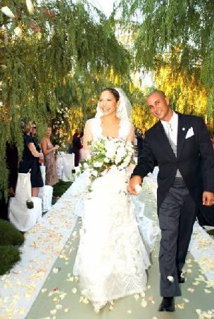 JENNIFER LOPEZ-CHRIS JUDD Şimdinin ikiz annesi 2001 Eylül ayında Chris ile evlendi, 2002 Ocak'ta yollarını ayırdılar. Evlilik toplam 4 ay sürdü.