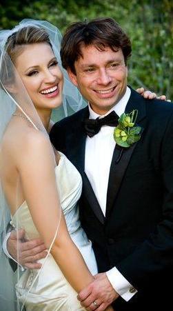CHRIS KATTAN & SUNSHINE TUTT Model Tutt ile Chris Kattan, 2008 yılında bir partide tanışıp yıldırım aşkına tutuldular. Hemen evlendiler. Ama evlilikleri sadece 8 hafta sürdü.