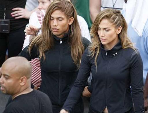 Jennifer Lopez dublörüyle birlikte klip çekiminde.