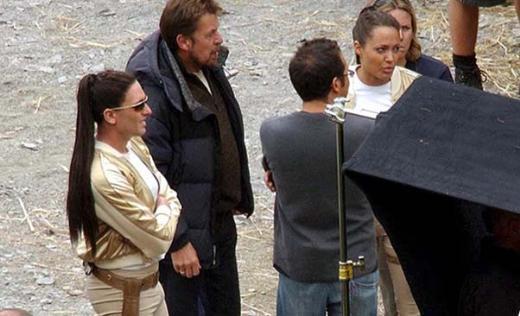 Angelina Jolie ile Lara Croft filmindeki dublörü.