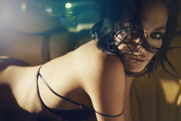 Sarah Grünewald, reklam filmindeki seksi ve cesur pozları ile dikkat çekti. Görüntülerini Jens-Jakob Thorsen'in çektiği filmde müziği ise Tim Christensen uyarladı.   Reklam filminden sonra bir çok model bürosundan teklifler almaya başlayan Sarah Grünewald'ın Forrest&Bob adlı Danimarka firmasının iç çamaşırı reklamı için çekilen görüntüleri The Sun'da kapak oldu.