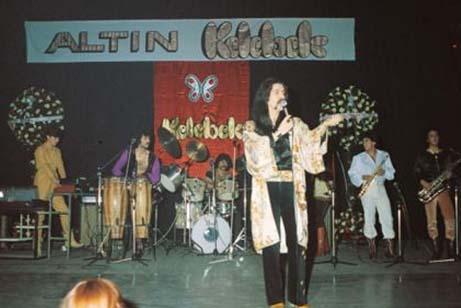 Yıl 1984. Barış Manço'nun Altın Kelebek mutluluğu.