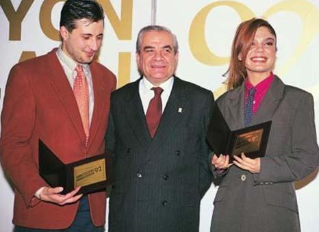 Yıl 1985... İzzet Altınmeşe'nin Altın Kelebek sevinci.