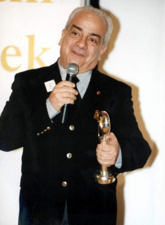 Zeki Alasya, Altın Kelebek ödülüyle.