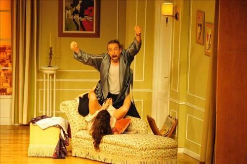 Hande Ataizi'nin oynadığı tiyatro oyunundaki bu sahneler çok konuşulmuştu...