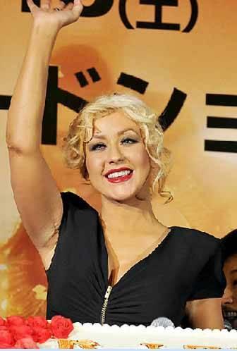 Christina Aguilera'nın koltuk altındaki yara izi, yıllardır inkar ettiği silikonların varlığını kanıtladı .