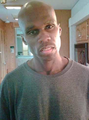 """ABD'li ünlü şarkıcı """"50 Cent,"""" senaryosunu kendi yazdığı film için aşırı kilo verince tanınmayacak hale geldi. 25 kilo veren ve beli 15 santimetre inceleyen 'hip hop'çu yeni halinin fotoğraflarını kendi internet sitesinde yayınladı."""