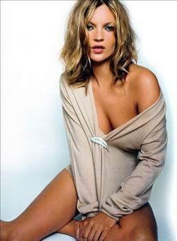 KATE MOSS  Skandallar ve olaylar, ünlü model Kate Moss'un oldukça işine yarıyor.