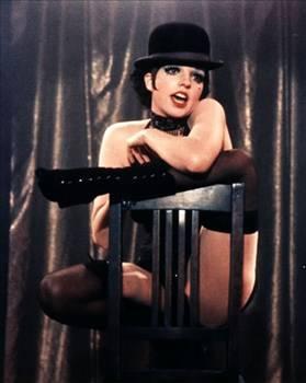 LISA MINELLI  Müzik kariyerine pek çok başırıyı sığdıran Lisa Minelli, hayatının bir bölümünde alkol ve uyuşturucu sorunu yaşadı.