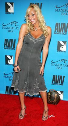 Porno yıldızı Mary Carey, son dönemde yaptığı hayırseverlik işleri ve müzik kanalı VH1'da sunduğu programla gündemde...
