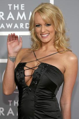 Stormy Daniels, 2004'te porno dünyasında ödül aldı, ancak kariyer değiştiren Daniels, artık FHM'de yazıyor ve kimi Hollywood yapımlarında rol alıyor.
